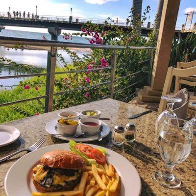 Restaurant Oscars - Lunch on the Rio Cuale